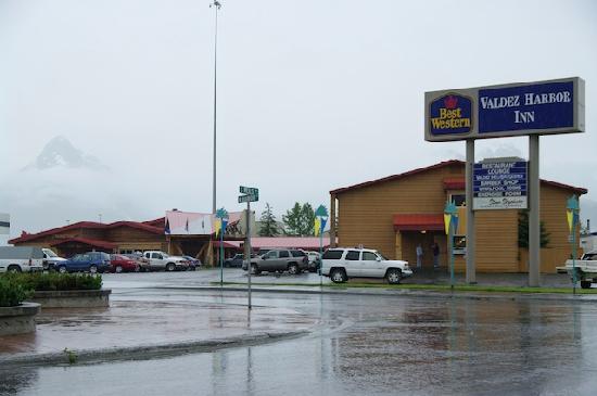 Best Western Valdez Harbor Inn: L'extérieur de l'hôtel