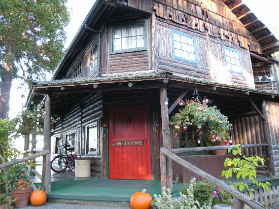 Captain Whidbey Inn: Entrance to the old Inn