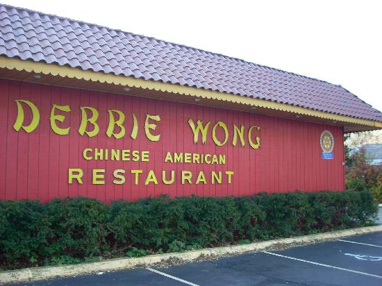 Debbie Wong Restaurant: Debbie Wong from the street side.