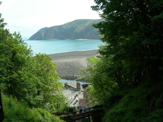 ‪‪Lynmouth‬, UK: Cliff railway looking down on lynmouth‬