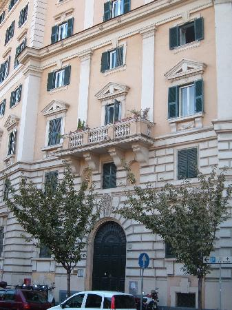 Bed & Breakfast Orti di Trastevere: Outside of the building for Orti di Trastevere