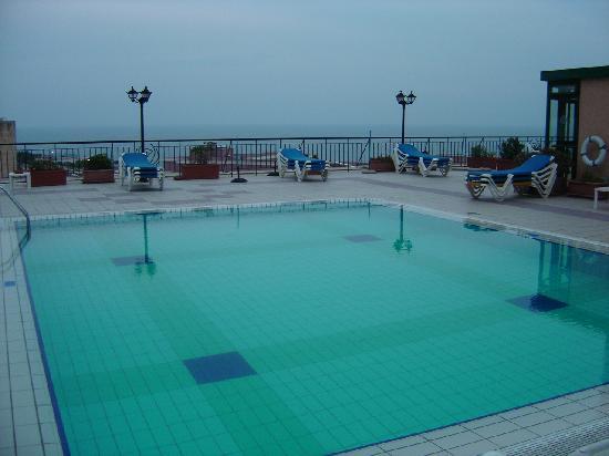 Golden Tulip Vivaldi Hotel: la piscina sul terrazzo