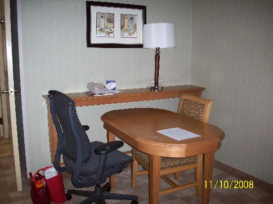 Embassy Suites by Hilton Hotel San Rafael - Marin County / Conference Center: Desk area