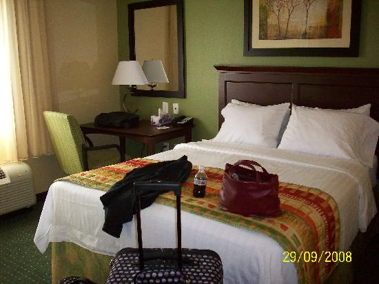 TownePlace Suites Boise West/Meridian : Bedroom with queen