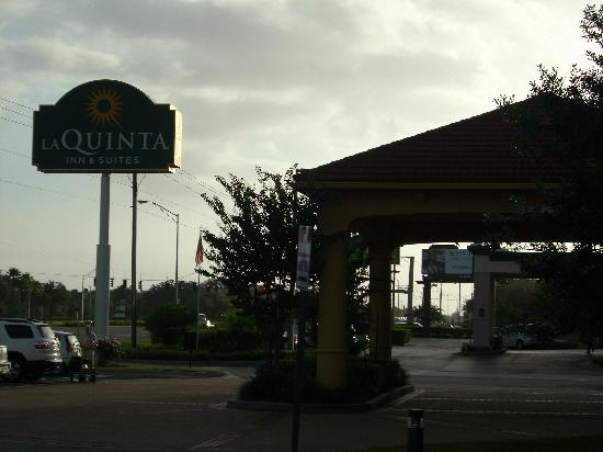 La Quinta Inn & Suites USF (Near Busch Gardens): View from Fowler Ave