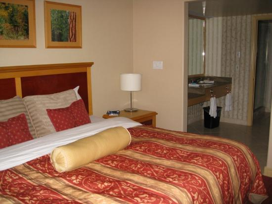 Carriage Hills Resort: one of the bedrooms of the suite