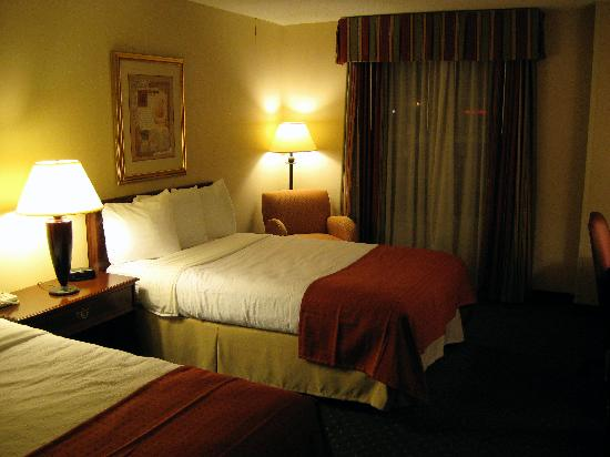 Holiday Inn Chantilly - Dulles Expo: Beds