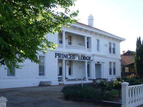 Princes Lodge Motel: Faded grandeur... but still OK!
