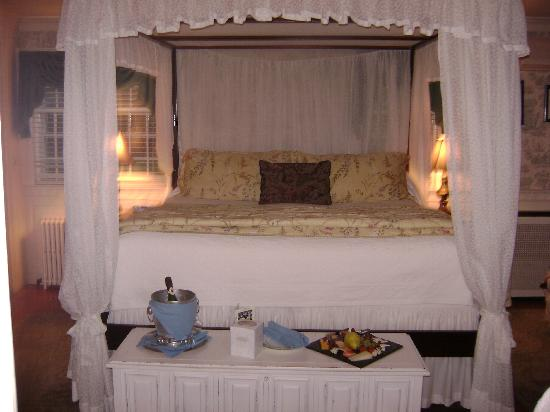 Captain's House Inn: Picture of Lady Mariah Room
