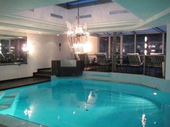 Suitenhotel Zurbriggen : Indoor pool