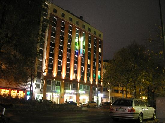 Holiday Inn Express Berlin City Centre-West: outside the hotel in the night