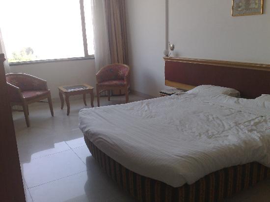 Hotel Golden Emerald : Bedroom