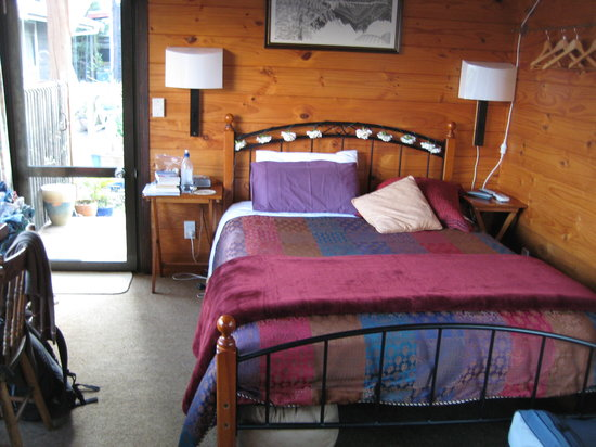 Sandi's Bed & Breakfast: The Lynmore Chalet
