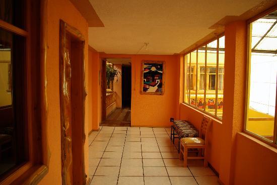 Hotel Santa Fe: Hallway outside rooms