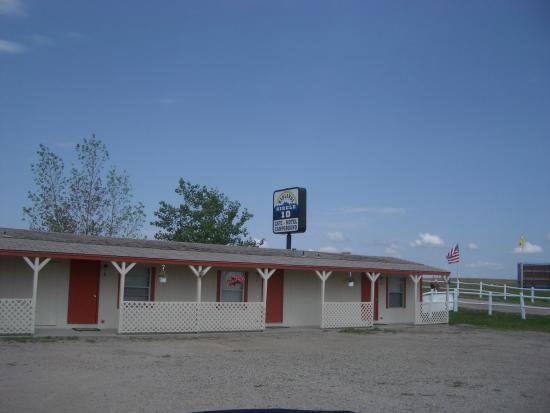 Circle 10 Motel & Campground : Another view of the motel