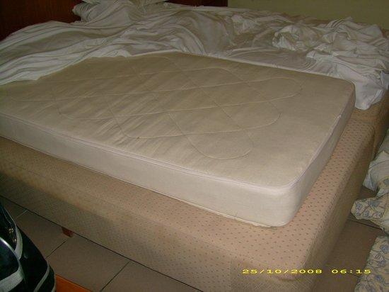 Avra Beach Resort Hotel - Bungalows: honey! the matress has shrunk!