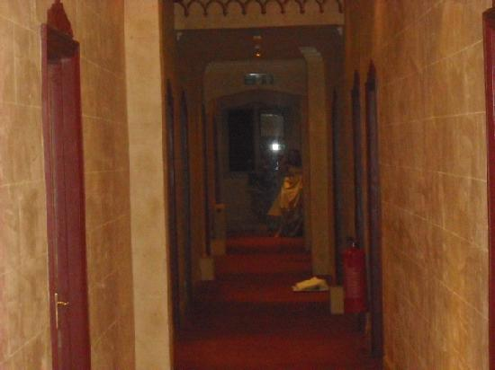Miskin Manor Hotel and Health Club : corridor leading to bridal suite