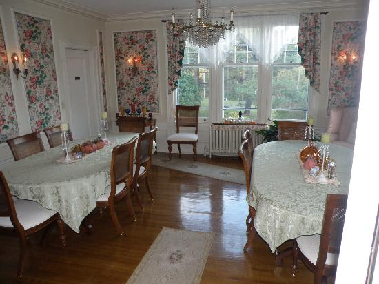 A G Thomson House Bed and Breakfast : Delicious breakfast served right here!