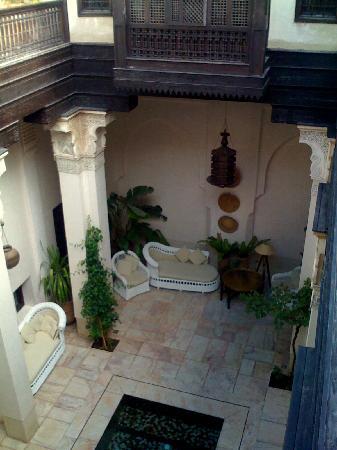 Riad Dixneuf La Ksour : la cour vue depuis le premier étage