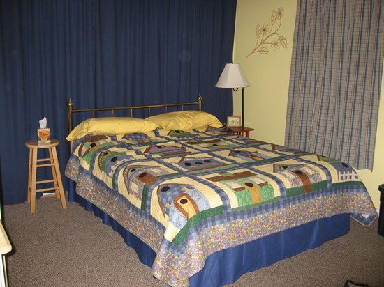 Dancing Bear Bed & Breakfast: Sister Bear Room