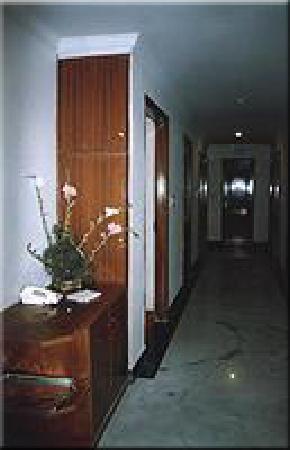 Hotel Golden Tower: CORRIDOR