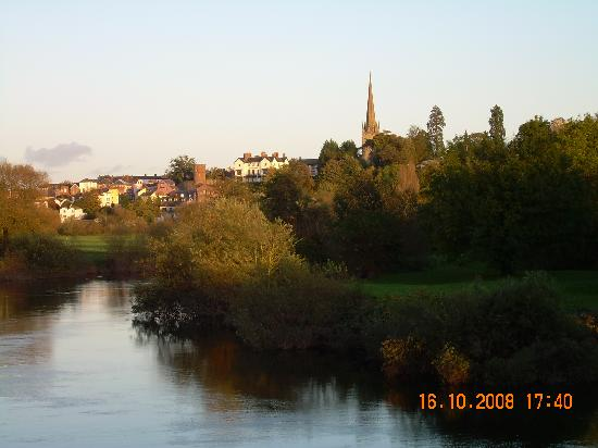 The King's Head Hotel: From the other side of the river looking at Ross on Wye