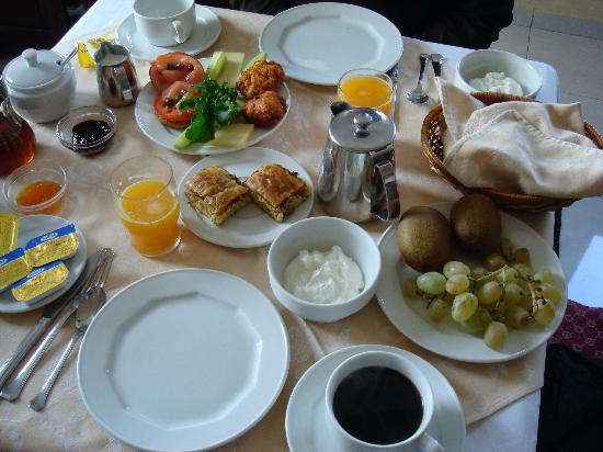 Villa Renos: breakfast