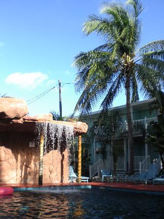 Pool 2 mit Wasserfall