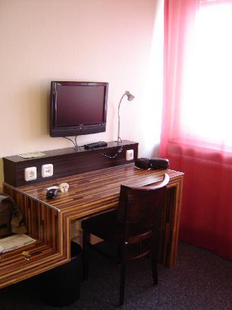 hotelo Heidelberg: room2