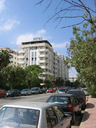 Zahrat al Jabal: Hotel from out side