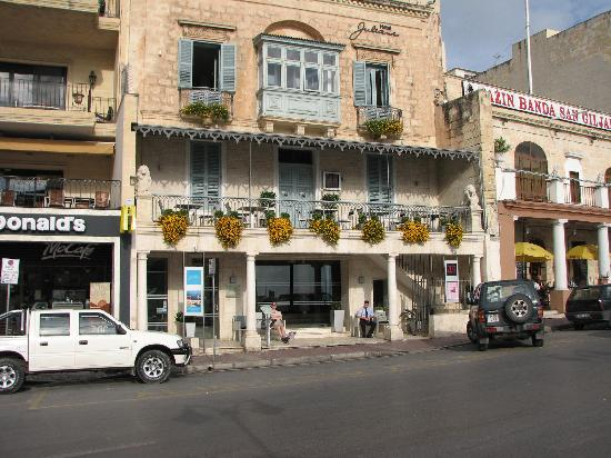 Hotel Juliani : View from accross the road