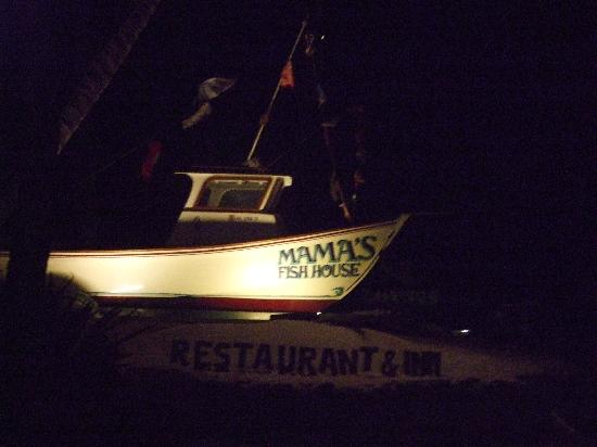 Mama's Fish House : Entrance to the restaurant