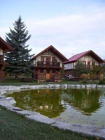 Great Northern Resort: Two Bear Cabin - in the center