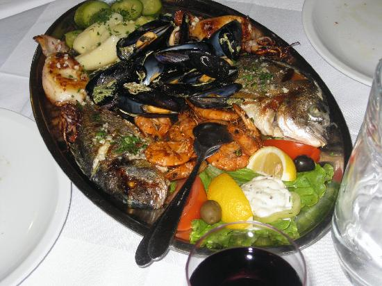 Marco Polo Restaurant: fish platter for two