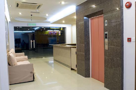 โรงแรมเซ็นทรัล ซานดากัน: elevator