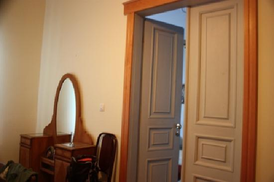Chopin Boutique B&B: bedroom door