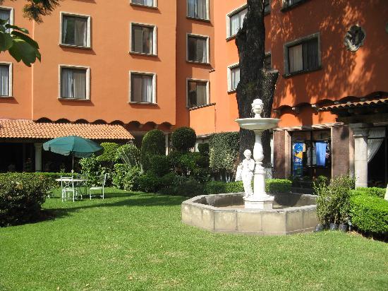 Hotel Maria Cristina Courtyard Bar