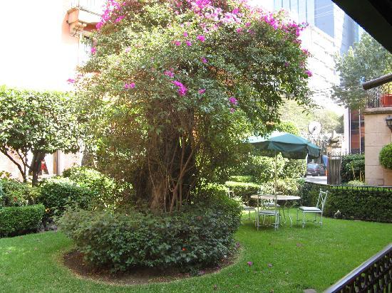 Hotel Maria Cristina: Courtyard