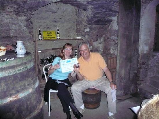 Mosel-Landhaus: The honeymooners are even happier with wine!!