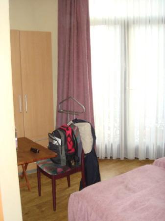 Le Centenaire: bedroom