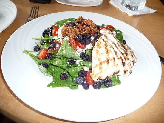 Mythos Restaurant at Universal's Islands of Adventure: Chicken and Blueberry Salad