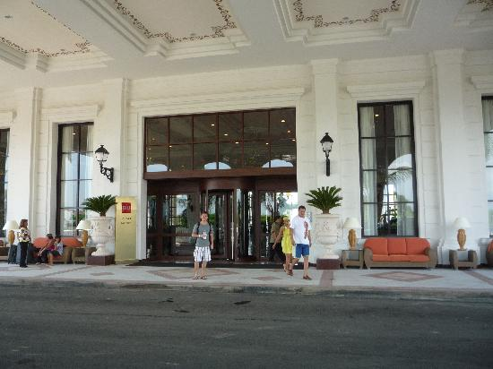 Hotel Riu Palace Pacifico: front of hotel