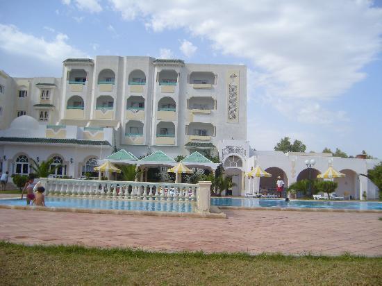 Hotel Green Golf: l'hotel et la piscine