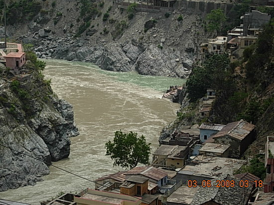 En route to Kedarnath, 2 rivers meet at Prayag.