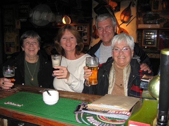 Macliam Lodge: De Barra's Bar