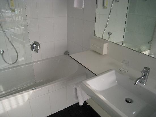 Parkhotel Hall : Bathroom