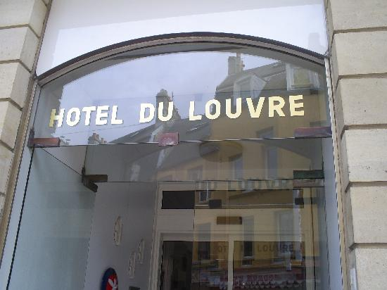 Hotel le Louvre : Hotel Sign