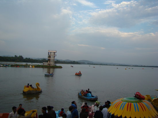 Chandigarh, India: Sukhna lake....in evening