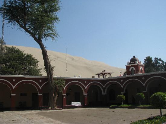 Huacachina, Pérou : View of the hotel courtyard