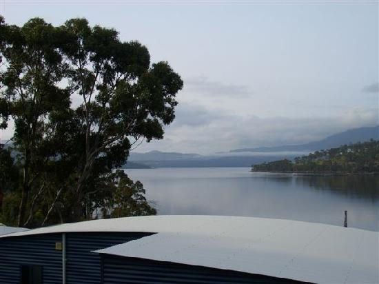 The Port Huon Cottages: Morning river views from Peter Bennett Cottage